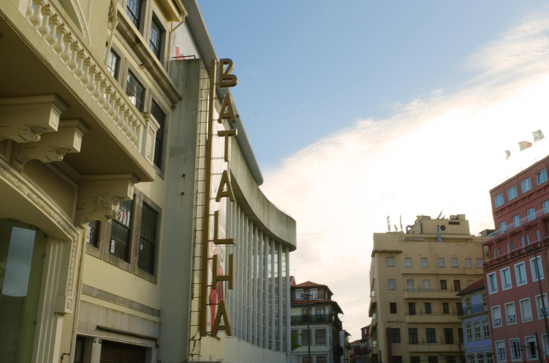 Hermoso rótulo de un Teatro en Oporto
